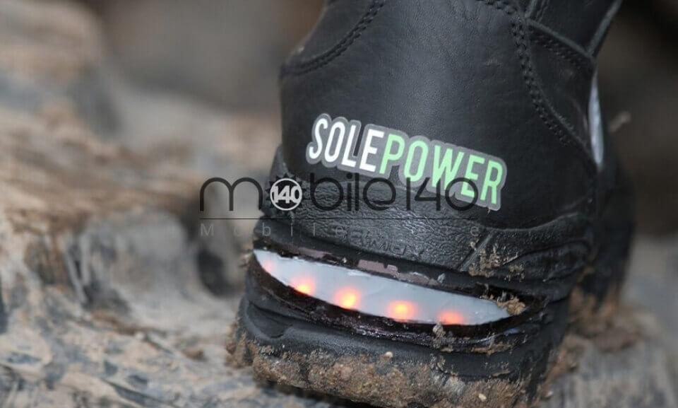 کفشی که هنگام راه رفتن تلفن همراه شما را شارژ می کند