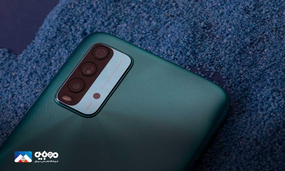 بر روی بدنهی پشتی محصول چهار دوربین را مشاهده میکنید که هر کدام وظایف مخصوص خود را در عکاسی دارند