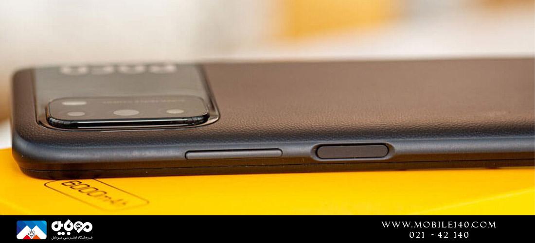 در قسمت راست گوشی دکمههای کم و زیاد صدا و دکمه پاور را میتوانید مشاهده نمایید که بر روی آن سنسور اثر انگشت خیلی سریع به کار رفته است