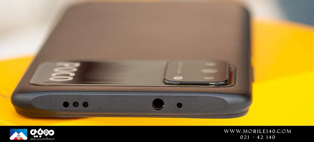 در بالای یکی از اسپیکرهای استریو، جک هدفون 3.5 میلیمتری، سنسور IR مادون قرمز و میکروفونها قرار دارند