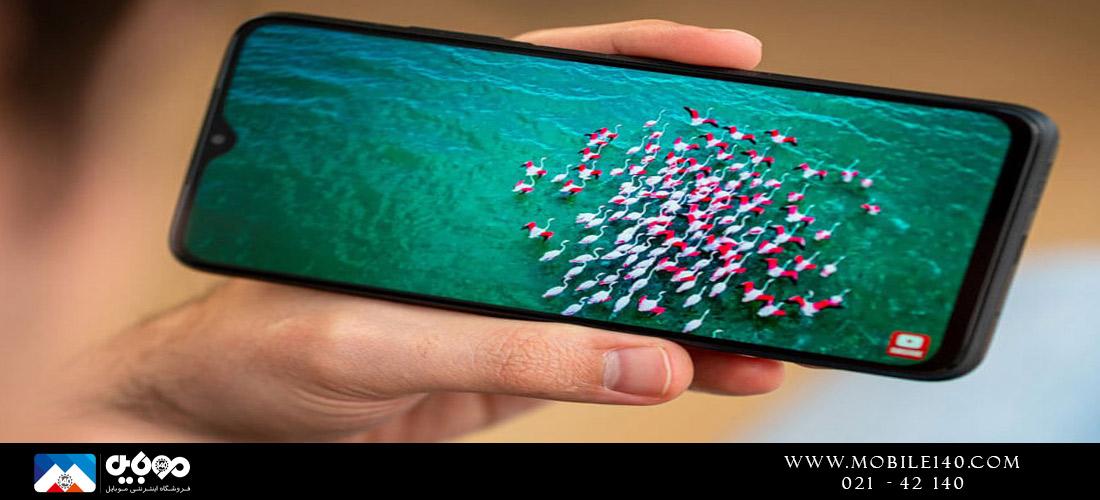 پوکو ام3 یک نمایشگر 6.53 اینچی IPS LCD با ناچ قطرهای مانند در بالا خود قرار دارد که در قسمت دوربین جلو تعبیه شده است که با رزولوشن  1080Pیا به عبارتی 1080*2340 و تراکم پیکسل آن 395 است،
